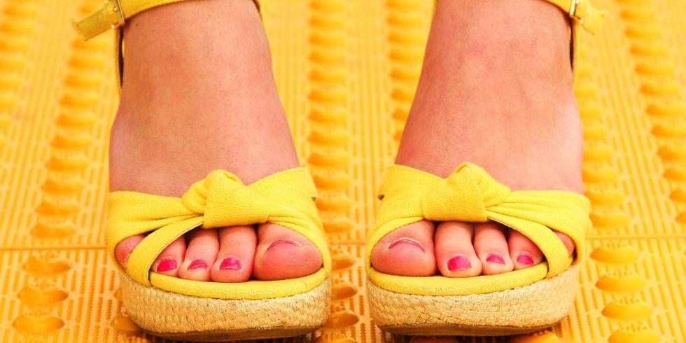 landscape-1459348199-summer-sandals