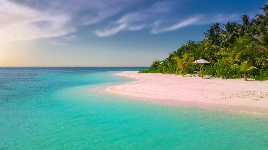 Плаж с розови пясъци, остров Харбър, Бахамските острови